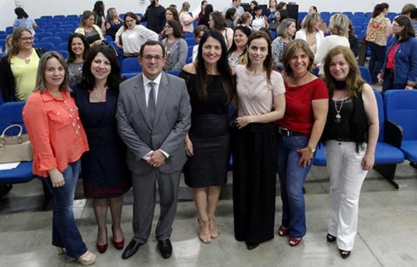 Promotor com representantes dos organizadores do Seminário Regional - CRÉDITO: Divulgação