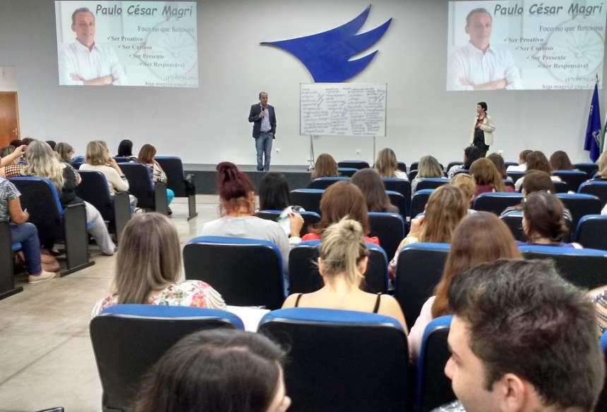 Paulo César Magri e Aletheia Braga comandaram a palestra da tarde - CRÉDITO: Cláudio Galleti
