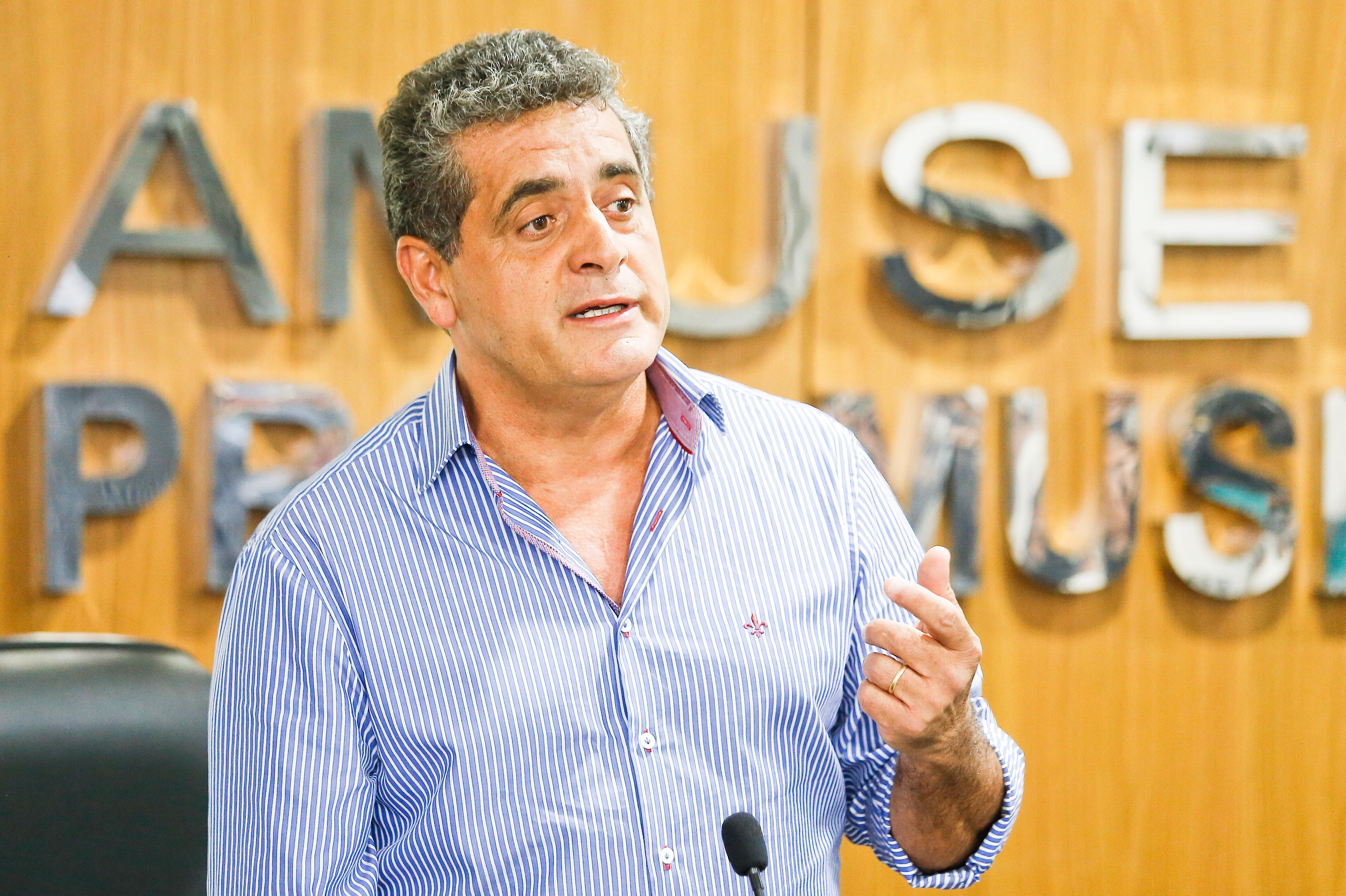 Romualdo Batista, prefeito de Mandaguari, vai concorrer à Presidência, tendo Fernando Brambilla, de Santa Fé, e Rogério Bernardo, de Ângulo, como primeiro e segundo vice-presidente, respectivamente