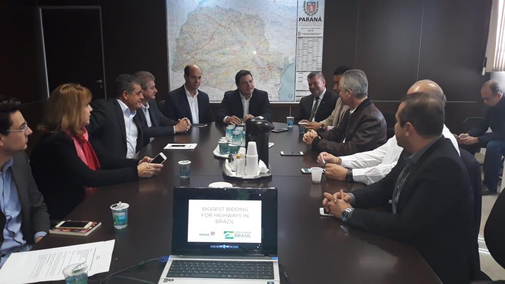 Secretário de Infraestrutura, Sandro Alex, recebeu comitiva de líderes políticos e empresariais para discutir a duplicação dos vinte quilômetros que separam Maringá de Iguaraçu