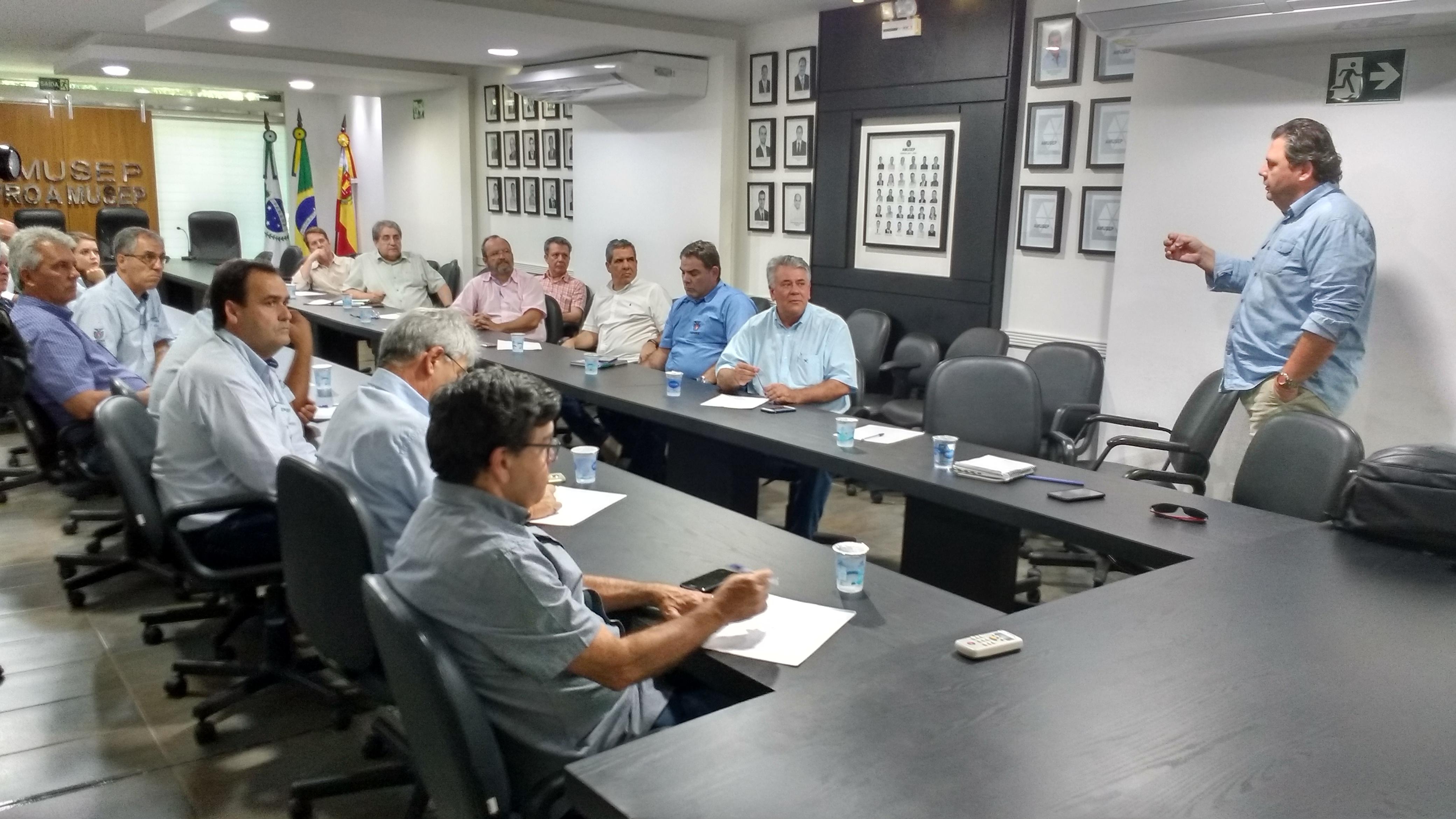 Reunião, na sede da Amusep, define que ações da Unidade Mista serão as primeiras a receberem aval de conselho do Instituto de Desenvolvimento Rural do Paraná