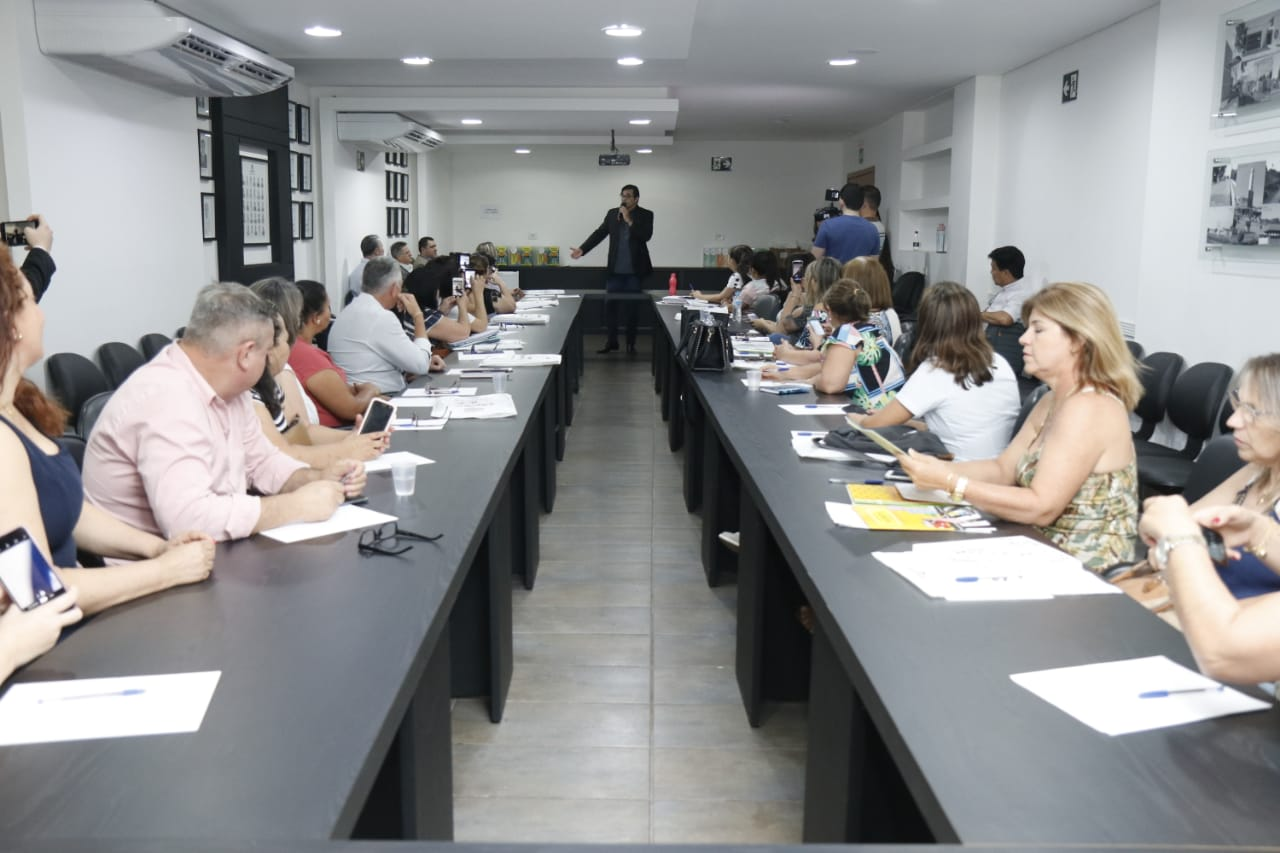 Durante reunião mensal da Câmara Técnica da Educação, secretários municipais conheceram detalhes do Projeto Planeta Leitura