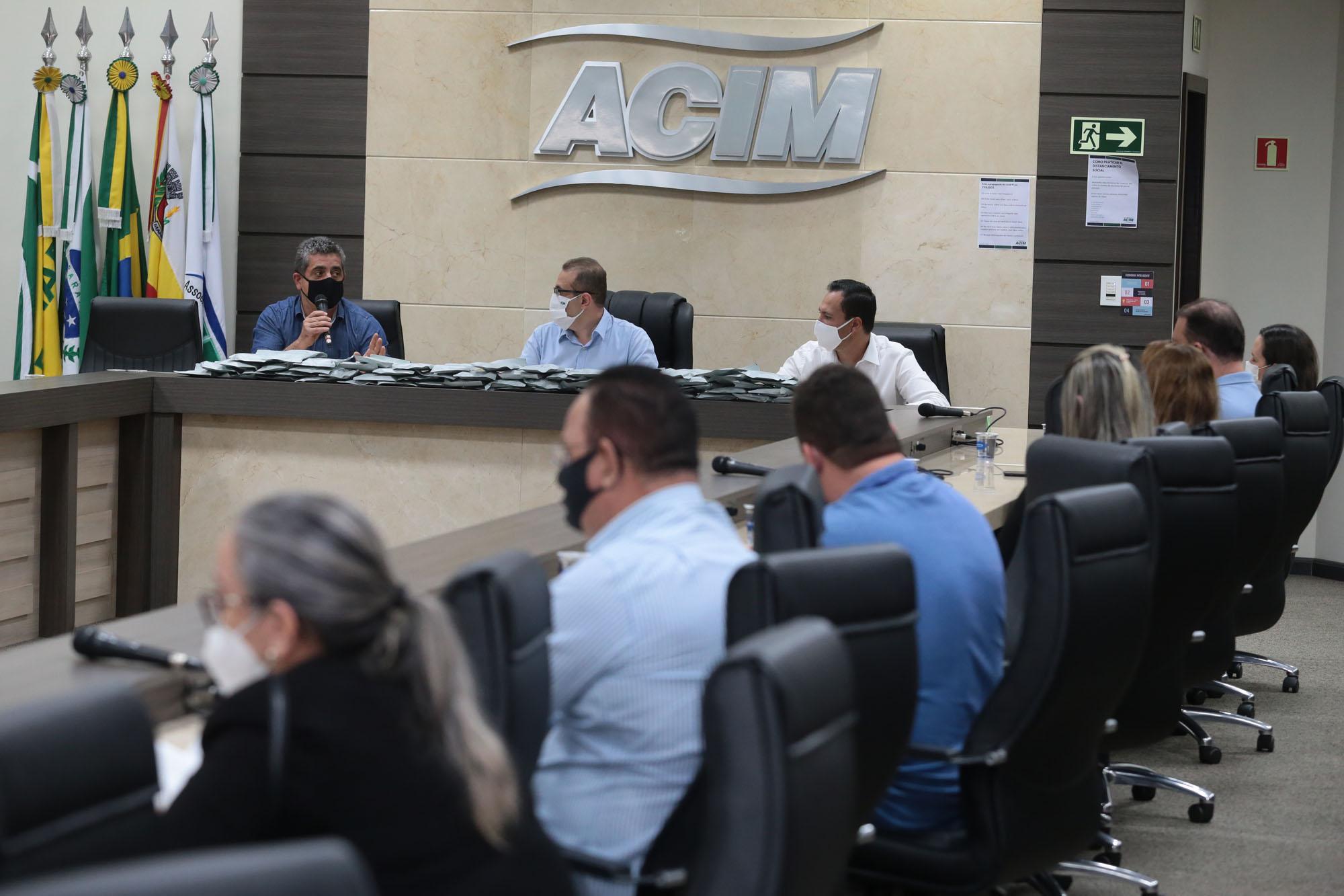 Entrega do material começou nesta sexta-feira (19), pela manhã, na sede da Associação Comercial de Maringá