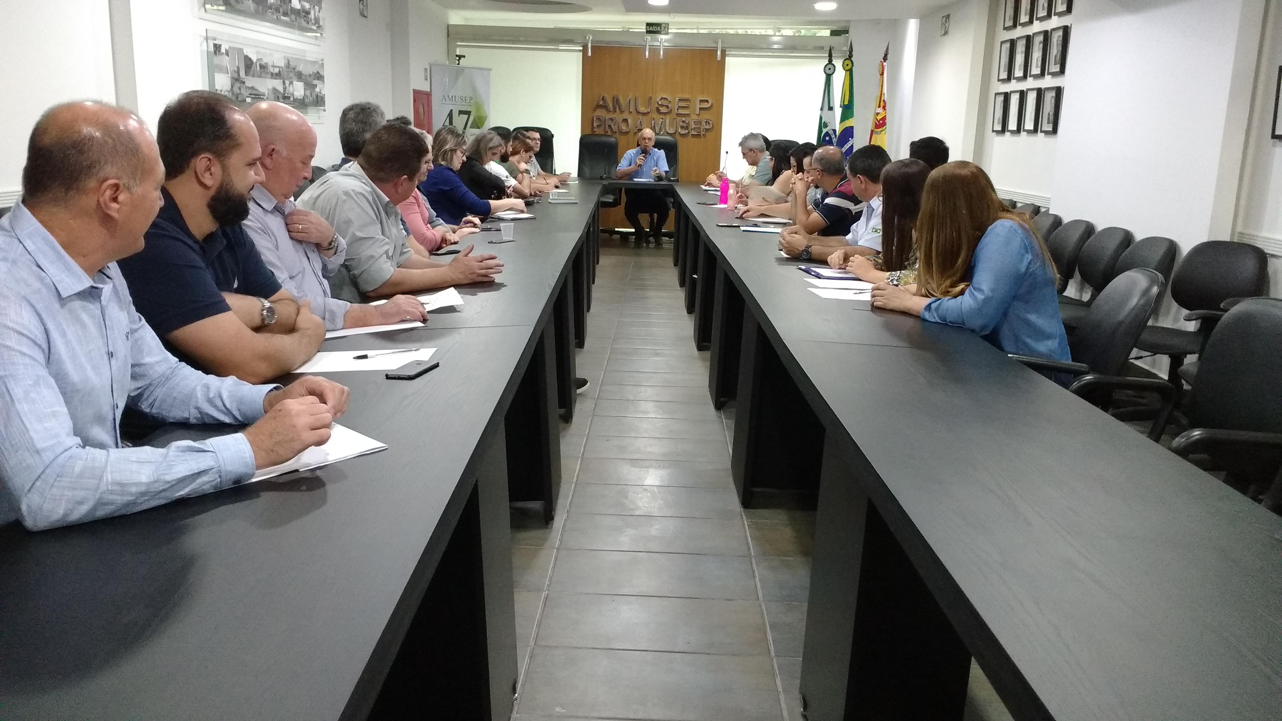 Contadores das prefeituras da reunião da Amusep se reuniram no dia 20 de agosto, na sede da entidade, em Maringá