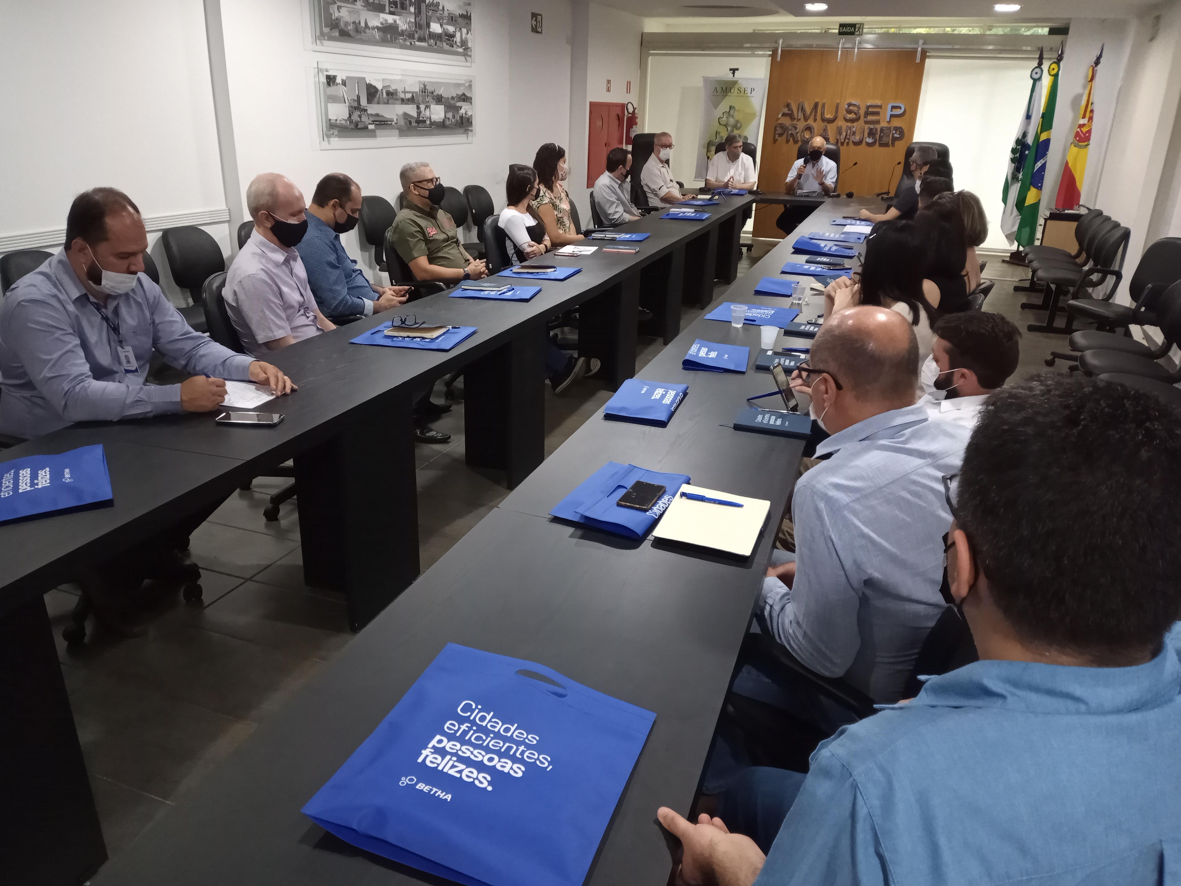 Sistema desenvolvido pela Secretaria de Fazenda de Maringá foi tema central da reunião mensal da Câmara Técnica da Contabilidade da Amusep