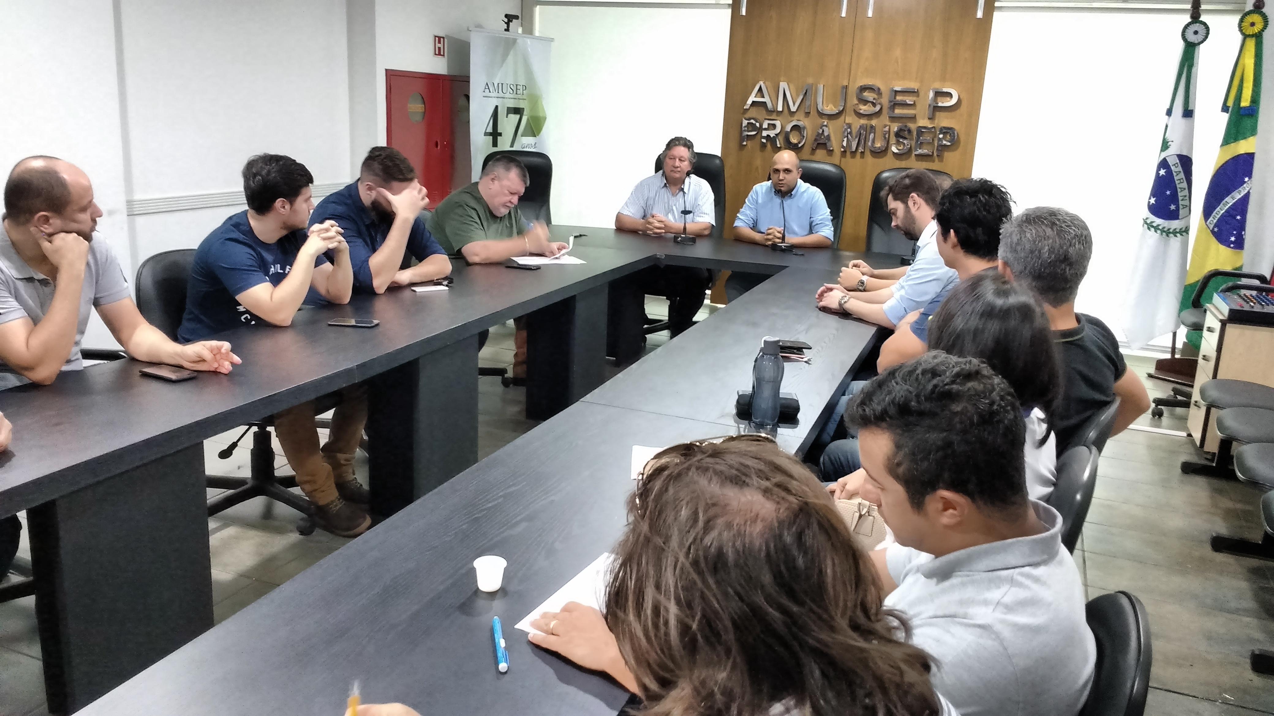 Pavimentação de vias públicas, com o uso de concreto não armado, também foi tema do encontro realizado no dia 26 de novembro, na sede da Amusep, em Maringá