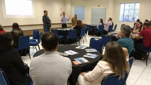 Mais de 50 servidores da região participaram do encontro sobre Compras Governamentais, realizado no dia 10 de outubro, em Maringá - CRÉDITO: Cláudio Galleti
