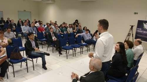 Evento foi realizado nesta quinta-feira (26), em Maringá - CRÉDITO: Cláudio Galleti