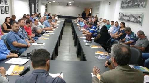 Data limite e esclarecimentos foram prestados por auditores da Receita, durante reunião mensal dos prefeitos - CRÉDITO: Cláudio Galleti