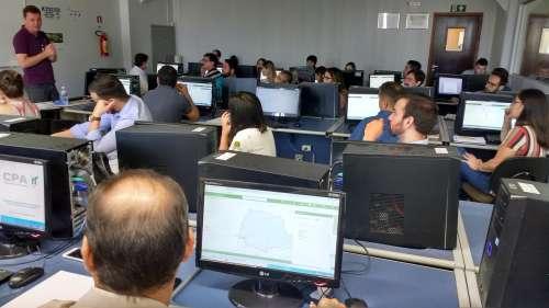 Técnicos da Sedu apresentaram como explorar os dados do Paranacidade Interativo - CRÉDITO: Cláudio Galleti